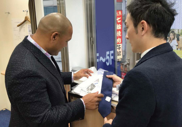 スーツ販売チェーン店の訪日向けプロモーション1